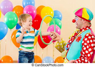 fiú, bohóckodik, születésnap, szórakoztató, fél, kölyök