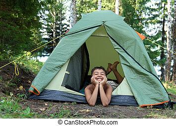 fiú, boldog, kempingezés sátor