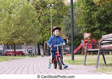 fiú, elnyomott bicikli