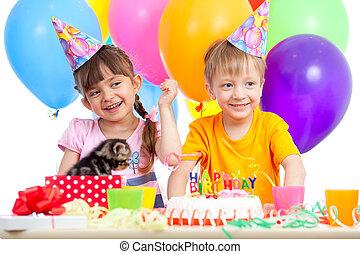 fiú, gyerekek, misét celebráló, születésnapi parti, leány, boldog