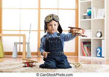 fiú, játékszer, pilot., lenni, álmodik, utazás, repülőgépek, fogalom, igénylés, gyermek, home., játék, kölyök