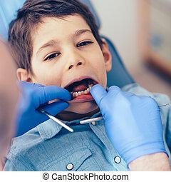 fiú, kevés, rendes, fogászati check-up