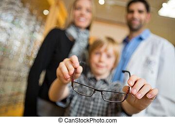 fiú, látszerész, kiállítás, anya, bolt, szemüveg