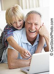 fiú, laptop, fiatal, számítógép, használ, senior bábu