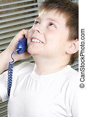 fiú, mosolygós, fehér, telefon