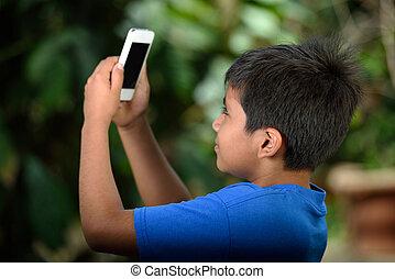 fiú, smartphone