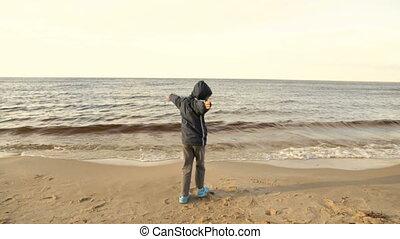 fiú, tengerpart, homokos, boldog