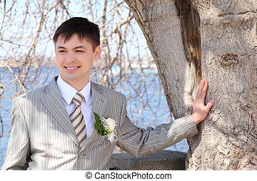 fiance at tree