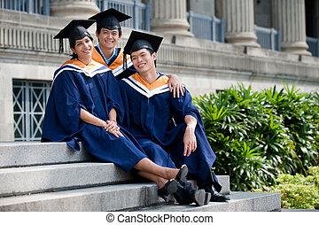 fiatal, érettségizik