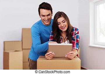 fiatal, és, szerető párosít, elrendezés, relocation, alatt, új családi