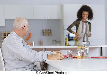 fiatal, öregedő, preparaing, hölgy, étkezés, ember
