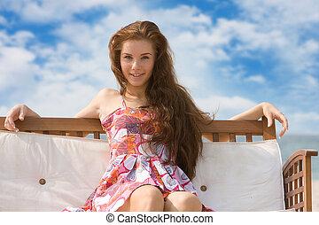 fiatal, bájos, woman ellankad, képben látható, természetes, háttér