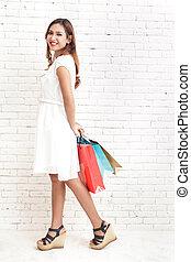 fiatal, bevásárlás, nő, szállítás, bevásárol táska, jár
