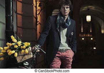 fiatal, elegáns, pasas, mellett, bicikli