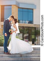 fiatal, esküvő párosít, álló, szabadban