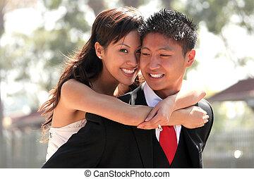 fiatal, esküvő párosít, szabadban