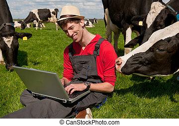 fiatal, farmer, noha, laptop, alatt, mező, noha, lidércek