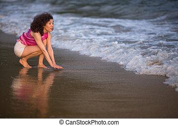 fiatal, felfordulás életpálya, nő, képben látható, egy, tropikus, tengerpart.