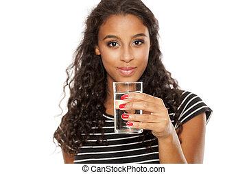 fiatal, gyönyörű, afrikai, leány, kitart pohár, közül, víz