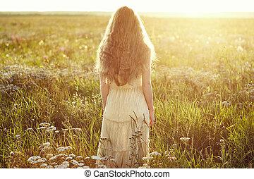 fiatal, gyönyörű, leány, képben látható, egy, nyár, field., szépség, summertime idő