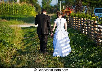 fiatal, házaspár, gyalogló