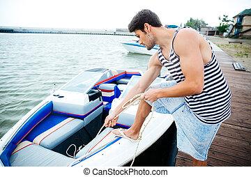 fiatal, jelentékeny, ember, előkészítő, csónakázik, to elindít, egy, utazás