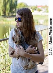 fiatal, kutya, yorkshire, tulajdonos, leány, terrier, boldog