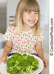 fiatal lány, alatt, konyha, étkezési, brokkoli, mosolygós