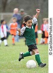 fiatal lány, játék futball