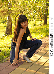 fiatal lány, képben látható, egy, jár