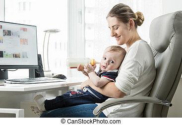 fiatal, maga foglalkoztat, anya, munka at saját, és, kibír...