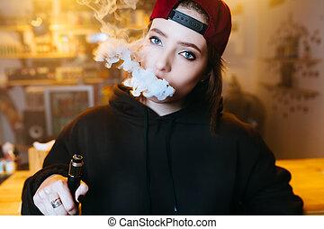 fiatal, meglehetősen, nő, alatt, piros kivezetés, dohányzik, egy, elektronikus, cigaretta, -ban, a, vape, shop., hip-hop, style., closeup.
