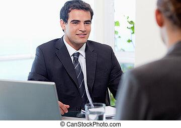 fiatal, menedzser, interjúvolás, egy, női, jelentkező