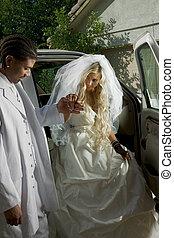 fiatal, menyasszony esküvő öltözködik, kinyerés, el, autó