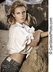 fiatal, női, formál, képben látható, köves tengerpart