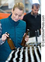 fiatal, palack, sör, munkás, berendezés, női