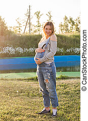 fiatal, terhes nő, alatt, természet