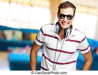 fiatal, zene hallgat, portré, ember, jelentékeny