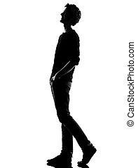 fiatalember, árnykép, gyalogló, boldog, nevető