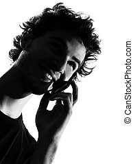 fiatalember, árnykép, telefon