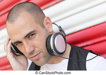 fiatalember, noha, zene, fejhallgató