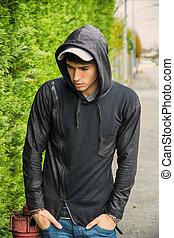 ficar, ao ar livre, suéter, jovem, pretas, hoodie, homem, ...