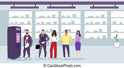 ficar, apartamento, homens, vending, serviço, encomendando, próprio, bebidas, modernos, businesspeople, supermercado, máquina, comprimento, cheio, horizontais, interior, linha, fila, mulheres