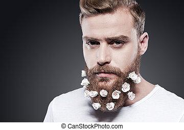 ficar, bonito, seu, beard., flores, jovem, contra, cinzento, olhar, enquanto, câmera, fundo, retrato, homem, meu, barba