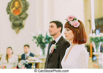 ficar, corredor, cristão, par, noivo, charming, noiva, igreja, casório