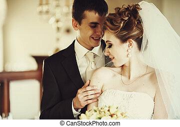 ficar, dela, noivo, noiva, atrás de, abraços, feliz