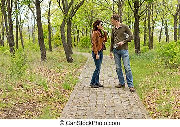 ficar, falando, par, parque, jovem