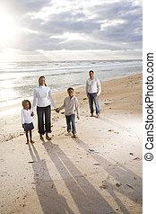 ficar, família, africano-americano, quatro, praia, feliz
