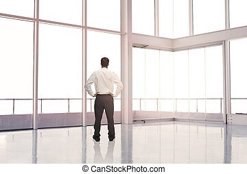 ficar, homem negócios, sala, vazio