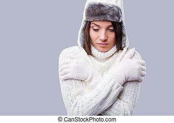 ficar, inverno, congelado, próprio, jovem, abraçando, cinzento, frosty., enquanto, contra, fundo, sentimento, roupa, mulheres